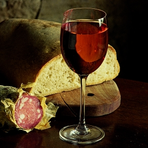 Glass of red wine - Bologna Turismo